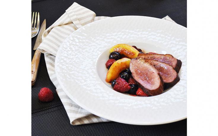 Magret de canard aux pommes et fruits rouges Ernest Soulard