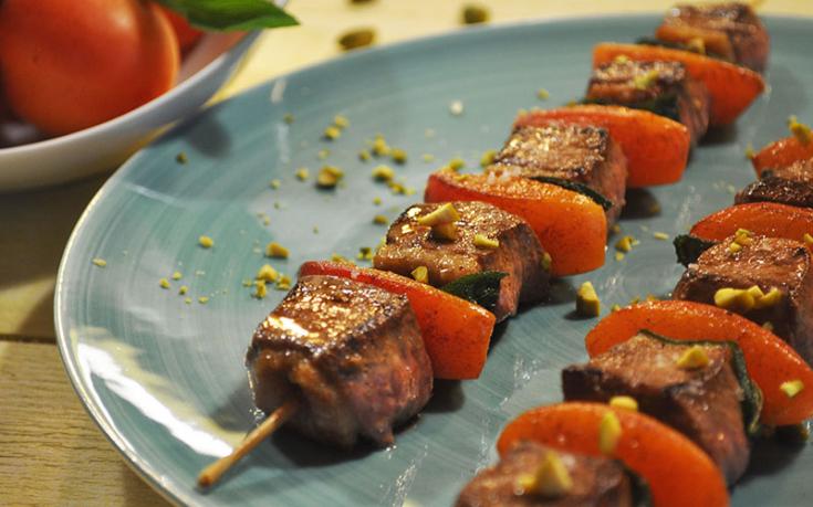 Brochettes de filets de canard et abricots