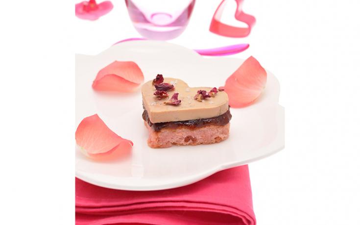 Cœurs de foie gras aux biscuits de Reims et pétales de roses